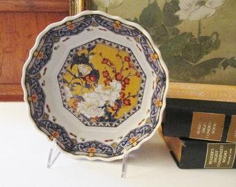 Vintage Chinoiserie Imari Bowl, Japanese Porcelain Imari Bowl, Gilded Accents Decorative Bowl, Coffee Table Decor, Oriental Bow