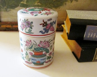 Vintage Rose Famile Style Box, The Bombay Company, Made in Macau, Chinoiserie Lidded Round Box