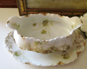 French Gravy Boat With Attached Underplate, Romantic Dining, Grandmillennial Style