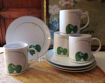 The Toscany Collection Kissing Parrots Mug Snack Set, Four 1980's Green and Yellow Coffee Mug and Plate, Post Modern Tea Set