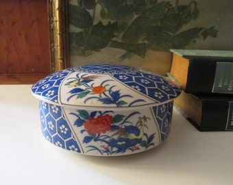 Vintage Large Imari Trinket Box, Round Chinoiserie Blue and White Floral Porcelain Lidded Box, Coffee Table Decor, Decorative Tray