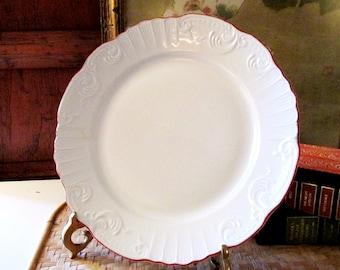 Four Vista Alegre Dinner Plates, Manueline Red, Fine Porcelain Plates, Red Trim and White Scallop Plates, Elegant Dining