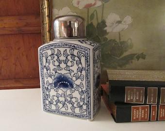 Chinoiserie Blue and White Ginger Jar, Lidded Vase, Temple Jar, Palm Beach Decor , Oriental Vase, Tea Caddy Style Jar