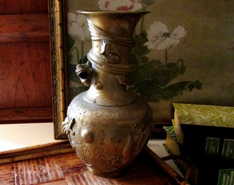 Vintage Oriental Brass Long Neck Vase With Dragon or Lizard, Chinoiserie Vase, Serpent Brass Vase, Hollywood Regency