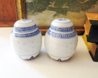 Vintage Blue and White Salt & Pepper Shakers, Canton Style, Chinoiserie Tabletop Decor