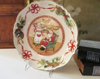 Villeroy & Boch Toy's Delight Scallop Bowl, Christmas English Cottage Decor, Folk Art Christmas Dish