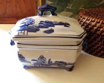 Blue Willow Style Covered Dish, Blue And White Chinoiserie Chic Vessel, Cachepot, Blue and White Decor