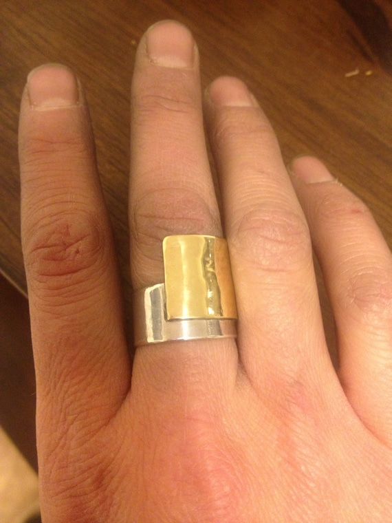 Wide band with nugold over lapping with silver