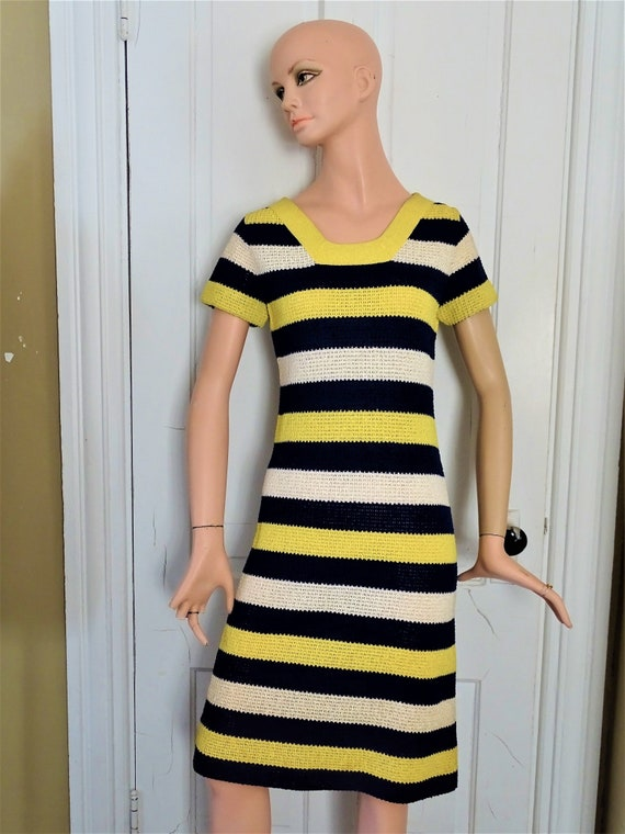 Gorgeous GOLDWORM Size 10 Knit Short Sleeve Dress