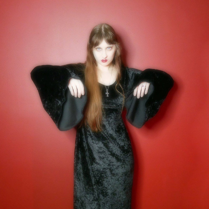 vtg 90s goth black velvet witchy dress with bell sleeves size M