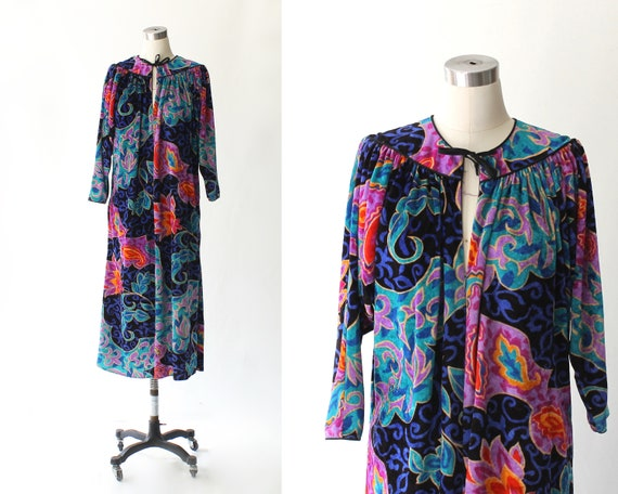 a9e06dfb72298 Oscar de la Renta for Swirl Velvet Lounge Dress    1980s