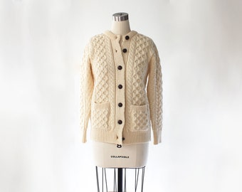 Vintage Irish Wool Cardigan Sweater // Aran Craft Chunky Honeycomb Knit Cardigan with Leather Buttons and Pockets // Small - Medium