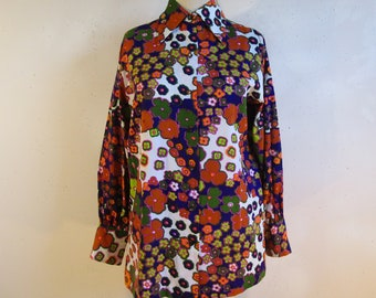 239554ed660 Psychedelic Floral 1970s Shirt Vintage Purple Orange Flower Power 70s  Dagger Collar Top Large