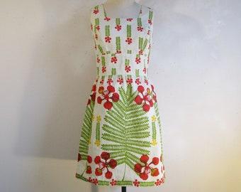 42d05537b92b9f 60s Daphne Logan Cotton Dress Green Red Exotic Floral Screen Print 1960s  Designer Summer Dress Med-Lrg Made in Jamaica