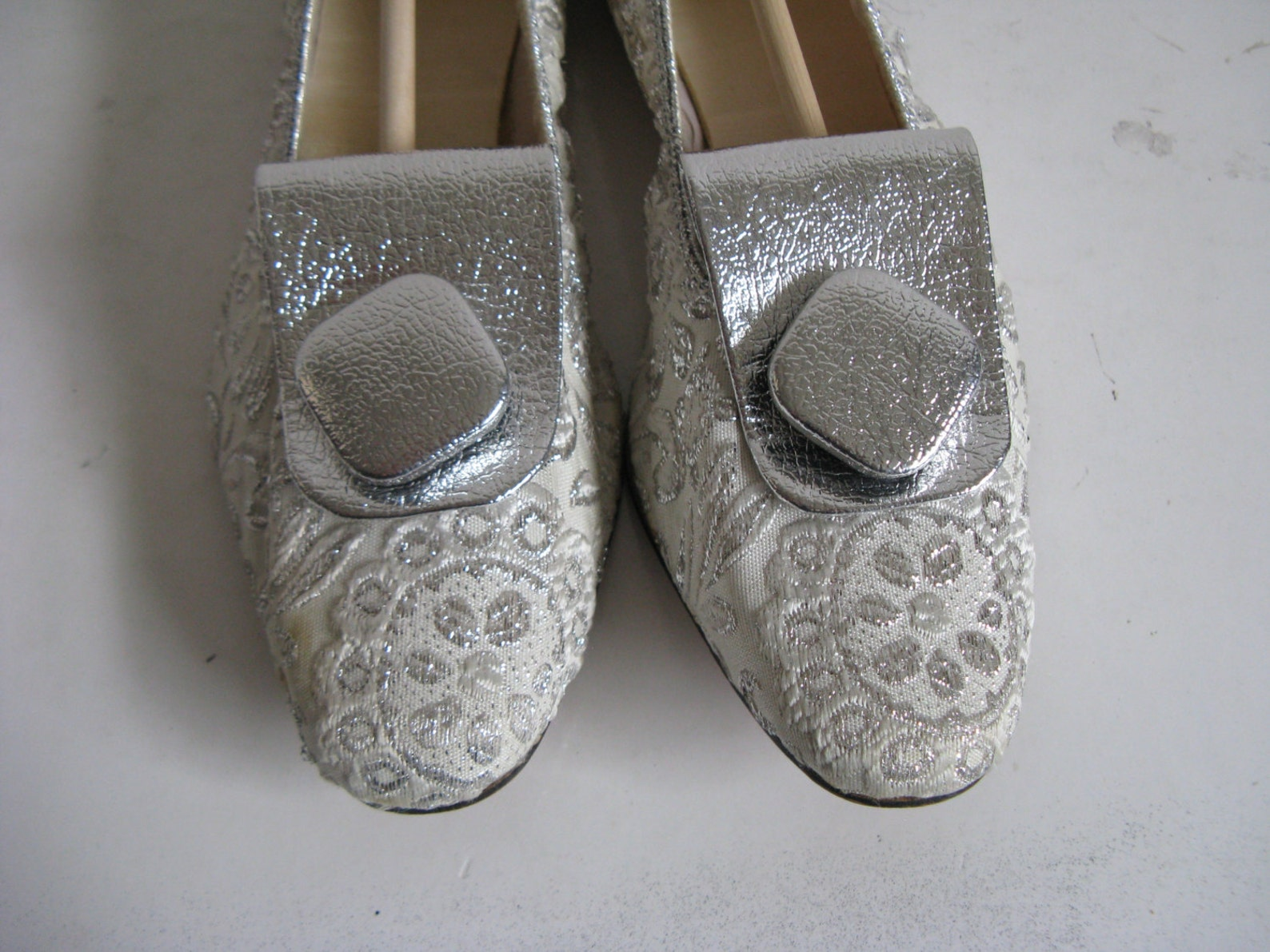 60s vintage silver shoes womens 1960s silver ballet flat shoes 6m