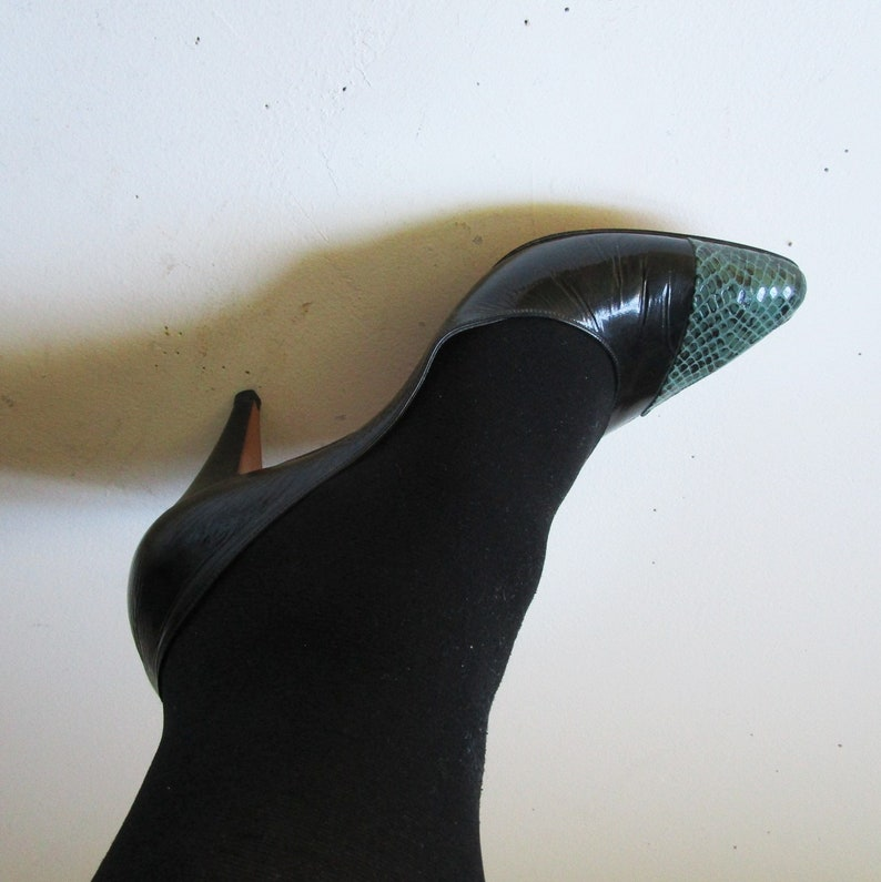fb5bc9e7ac9 80 Roberto Capucci Two Tone Pumps Leather Black Green Reptile Texture 1980s  Designer Fashion Heels Womens Shoes 9.5B Made in Italy