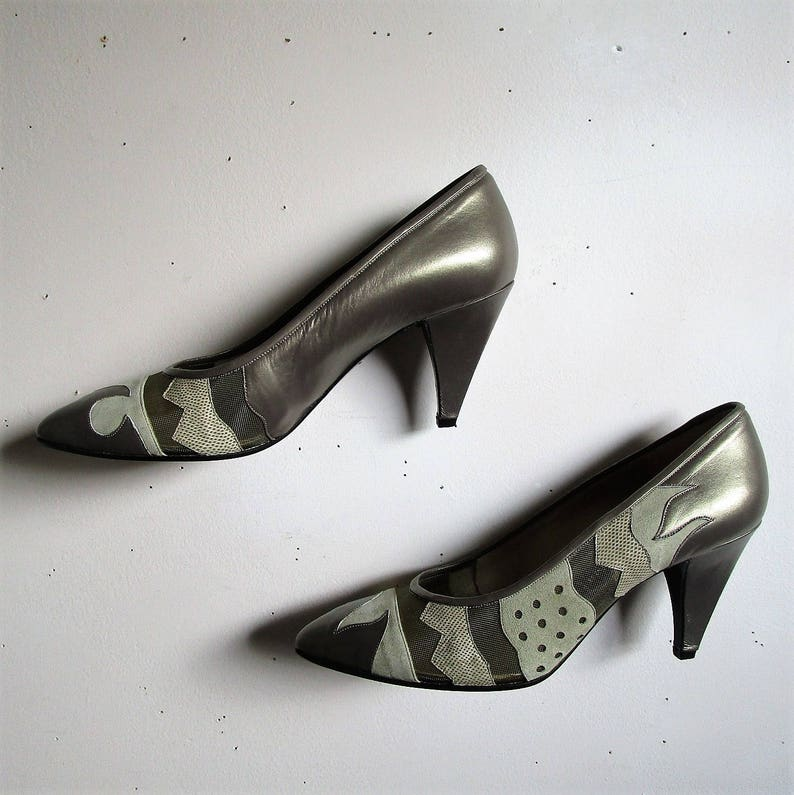 10b83c7ada4 Vintage 80s Aldrovandi Shoes Taupe Snakeskin Mesh Womens 1980s Leather  Pumps 38.5