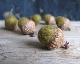 Felted acorns, set of 6, Golden Green, wool waldorf acorns, woodland home decor, green felt acorns, autumn decoration, fall wedding decor