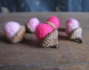 Felted acorns, set of 6, Pink Ombre, wool felt acorns, pink acorns, pink baby shower decor, girl baby shower, waldorf gift, gifts under 20