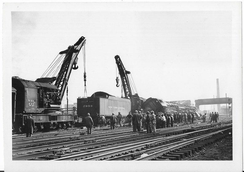Black /& White Original Vintage Photograph 7x 5 Utica October 1950 Railroad Train Derailment N.Y