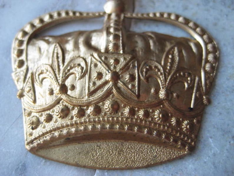 Embellishment Scrapbooking 2.25 x 2.25 1 Pc. Pendant Finding Brooch Pin Topper Large Stamped Brass Crown Component