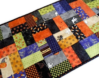 Halloween Quilted Table Runner, Quilted Halloween Table Topper, Modern Halloween Table Quilt, Halloween Decor