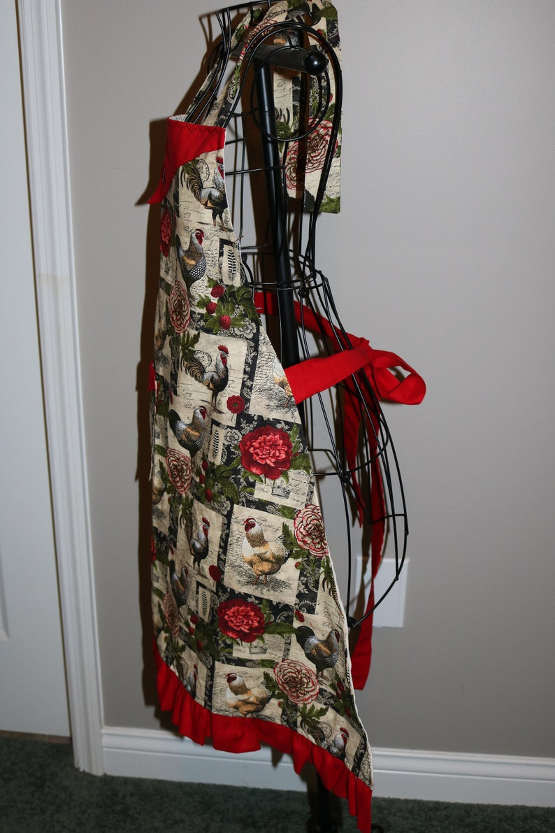 Roosters ruffle pocket Roses Flowers and Raspberries Women/'s Apron Chickens