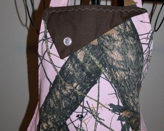Pink Camo - Mossy Oak - Women's Apron - trees - deer - hunting - pocket - ruffle - Camouflage