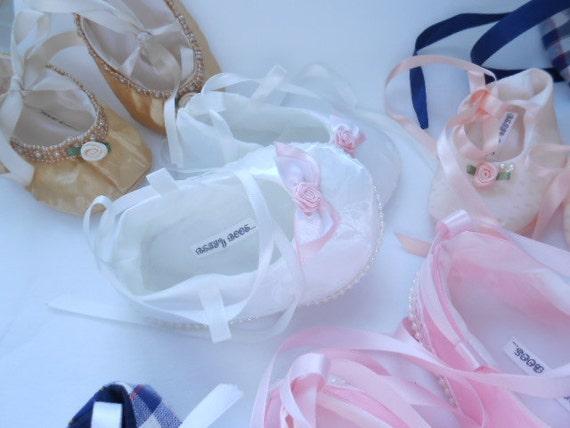 Chaussures en satin bébés