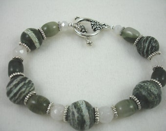 Bracelet with green line jasper beads and white quartz, dark green bracelet with toggle clasp, natural stone