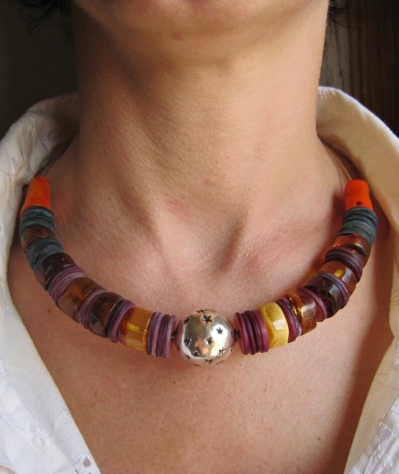 Nacre large Baltic amber Great gift. beautiful 100/% natural Large silver ball with a pattern necklace Choker Corals