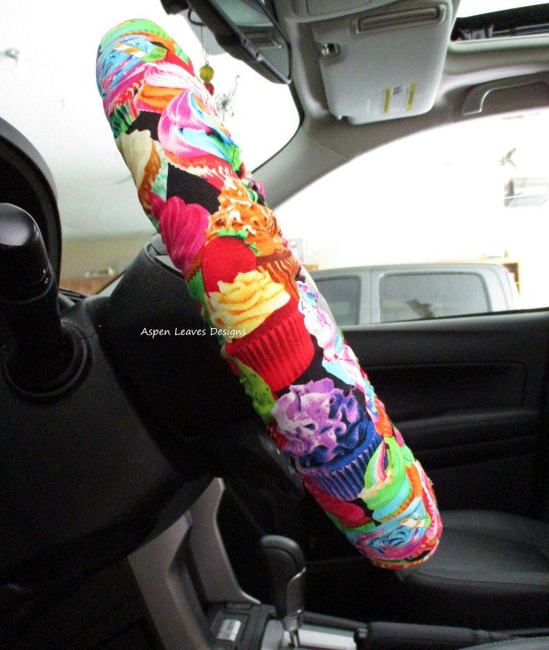 Cupcake steering wheel cover. Fun frosted food. Mini cakes. image 0