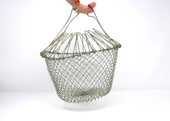 Details about  /VINTAGE WIRE EGG BASKET WITH PINK HANDLES