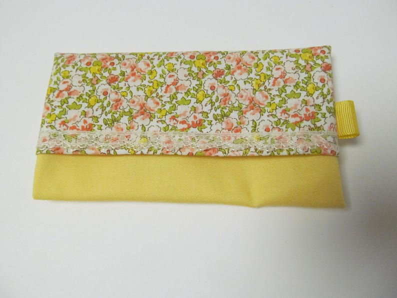 Tissue CaseSmall Flower x Yellow Solid Fabric