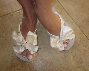 8d09e839a76f Bridal Flip Flops Wedges.Flip Flops with BOW.Wedding Shoes.Destination  Weddings.Ivory Flip Flops.Beach Weddings.Bride Shoes REAL Starfish