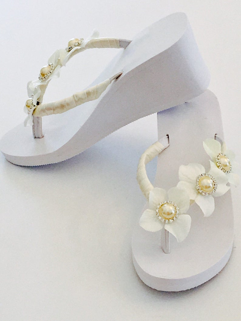 b5372ada6c18 Wedding Flip Flops Shoes Bridal Shoes Beach Wedding Shoes
