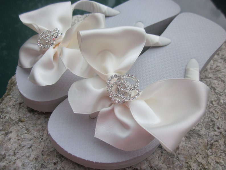 e8789f621fc0b6 Wedding Flip Flops.Bridal Flip Flops.Beach Wedding Shoes Bridesmaid Flip  Flops Bridal Shoes Reception Flip Flops Bride Gifts