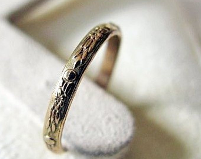 Vintage Wedding Band 14K Yellow Gold 2.5 mm Feminine Carved Floral Ring