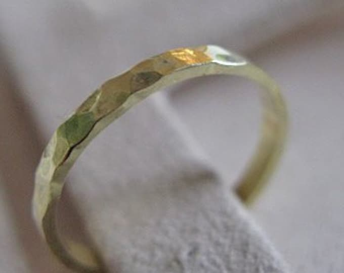18K Green Gold Wedding Band 2mm Hammered Finish