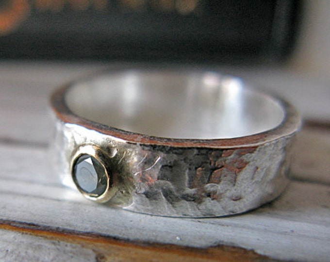 Size 8 GENUINE Green Diamond Ring