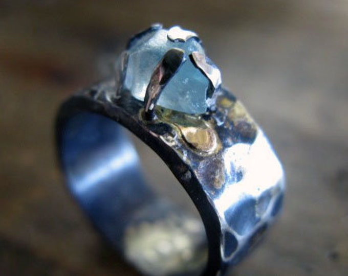 SALE Size 6 Blue Zircon Ring Raw Zircon Rough Zircon Crystal Ring Hammered Silver Band Unique Statement Boho Silver Ring Aqua Bl