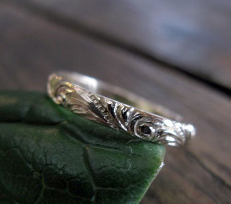 Vintage Wedding Band 14K Gold Wedding Ring 3mm Gold Band Eternity Carved Floral Ring Anniversary Vintage Gold Ring Vintage Gold Ring Antique