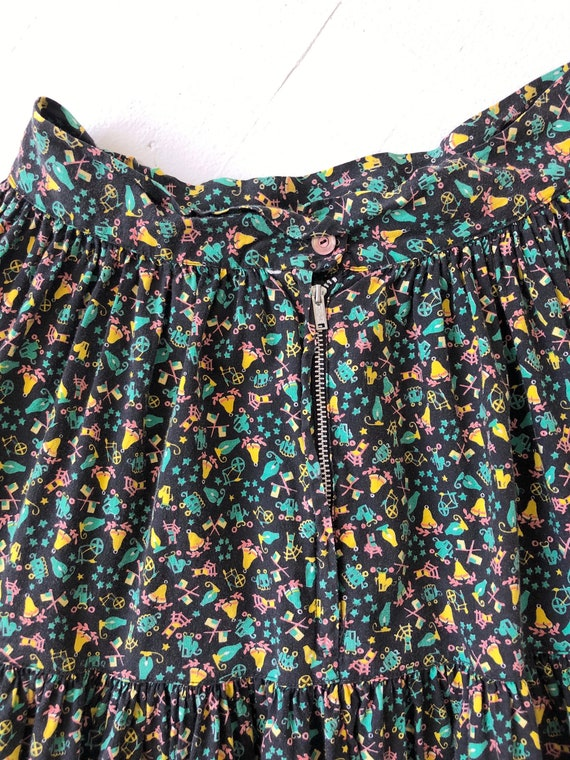 1970s Tiered Novelty Print Skirt - image 4