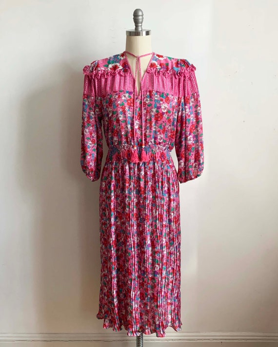 1980s Diane Freis Pink Pleated Dress - image 3