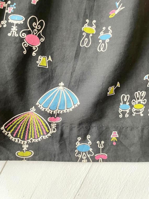 1950s Black Novelty Print Skirt - image 3
