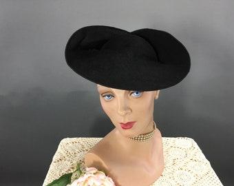 3ecd33304a323 Vintage 1940s Black Felt Wide Brim Tilt Hat
