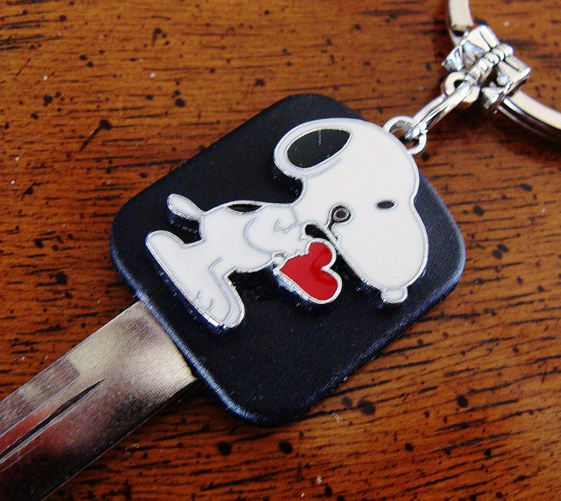Peanut/'s SNOOPY and Heart KEYCHAIN Jewelry Charlie Brown/'s SNOOPY the Dog