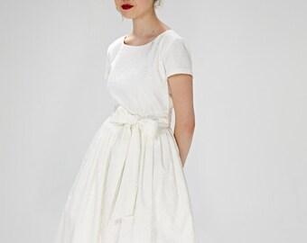 Simple wedding dress 1950s wedding dress Short wedding dress 50s wedding dress Tea length wedding Plus size dress Wedding dress sleeves