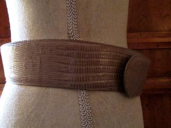 DONNA KARAN Italian Lizard Embossed Leather Belt,… - image 7