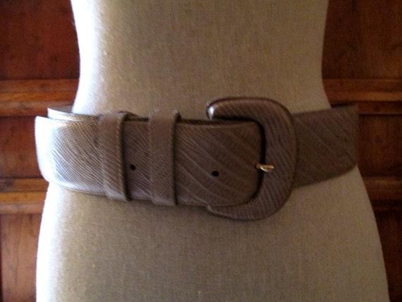 DONNA KARAN Italian Lizard Embossed Leather Belt,… - image 2